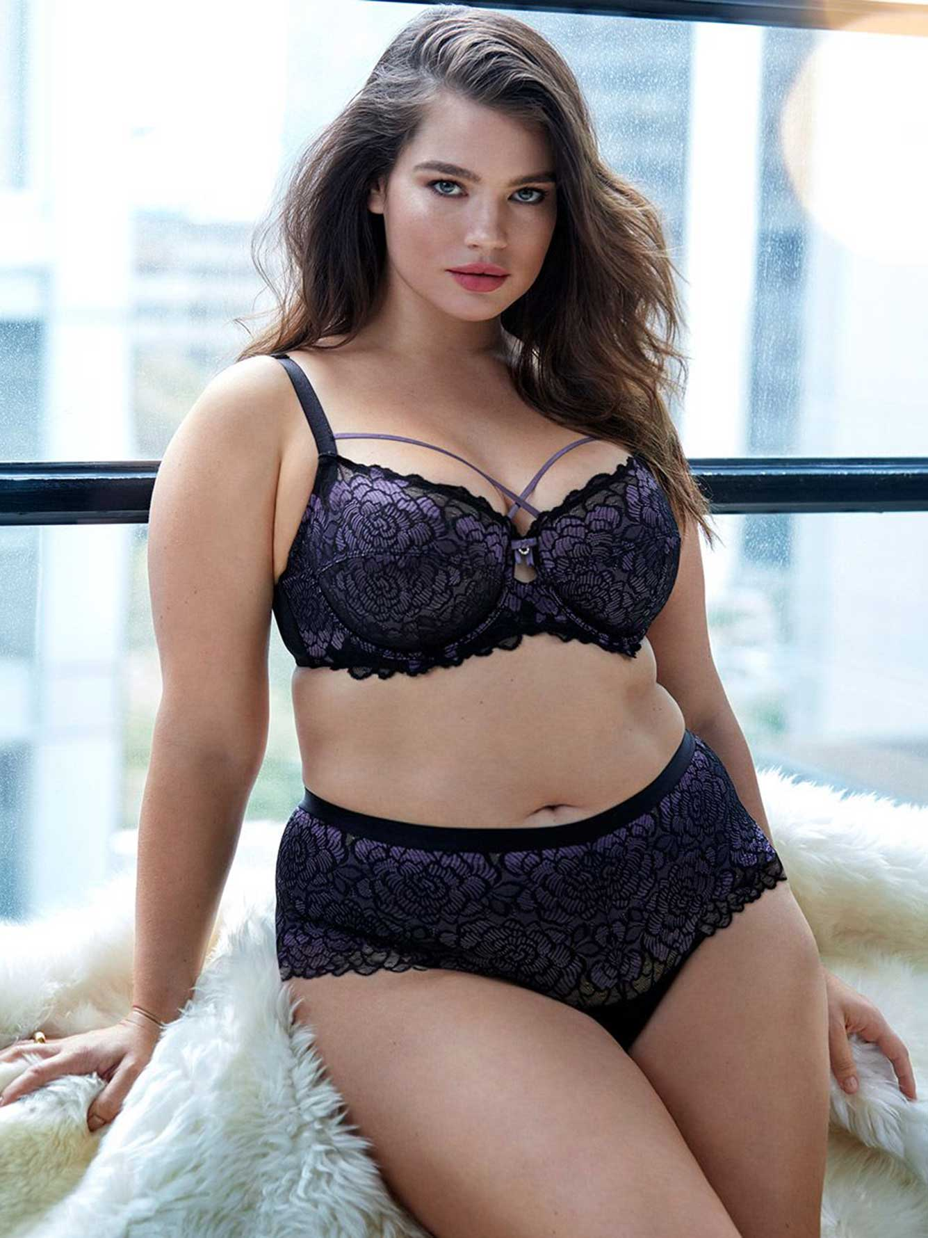 Femme Couture Bra with Embellished Neckline - Déesse Collection