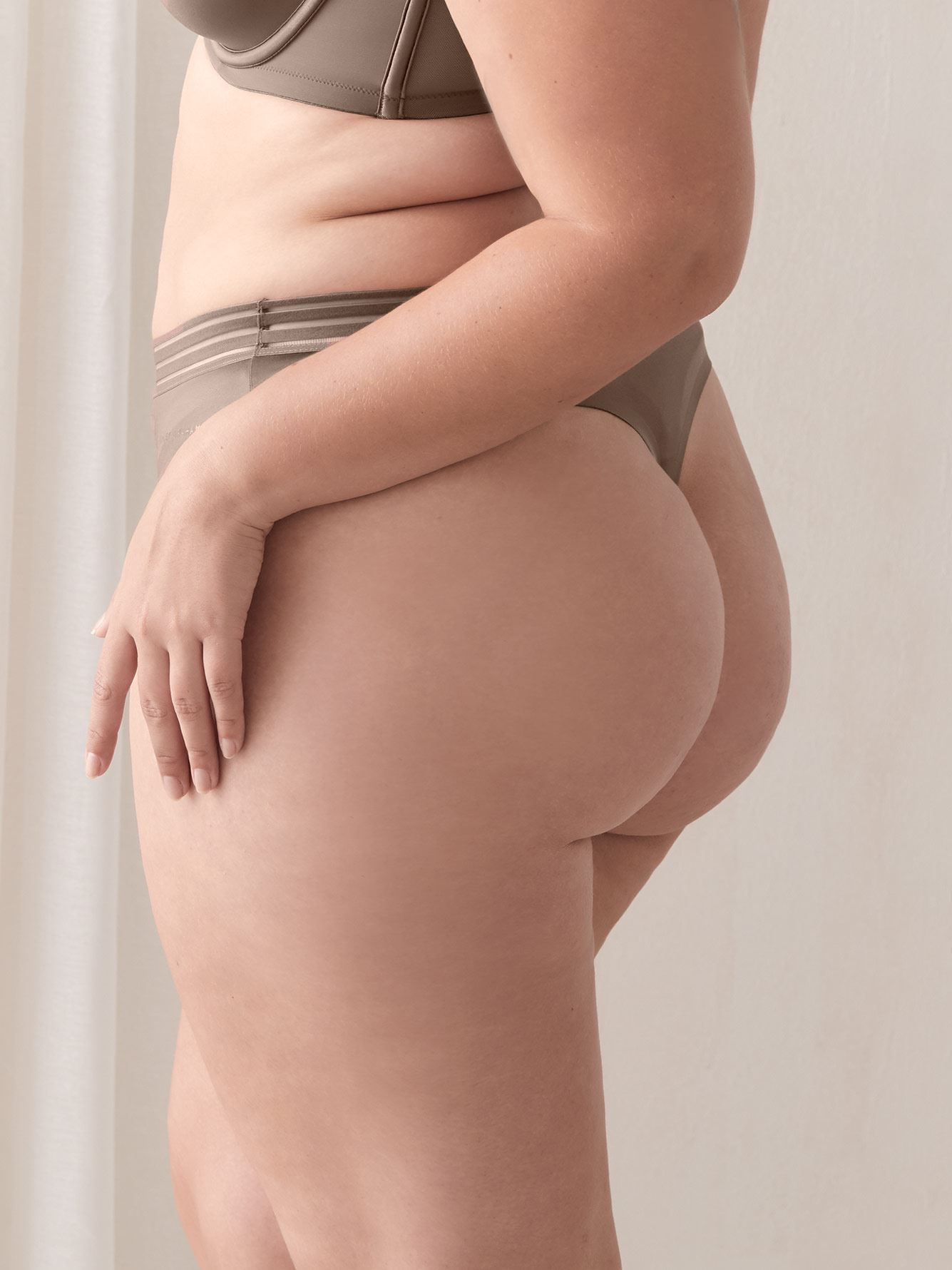 Culotte tanga unie invisible - Ashley Graham