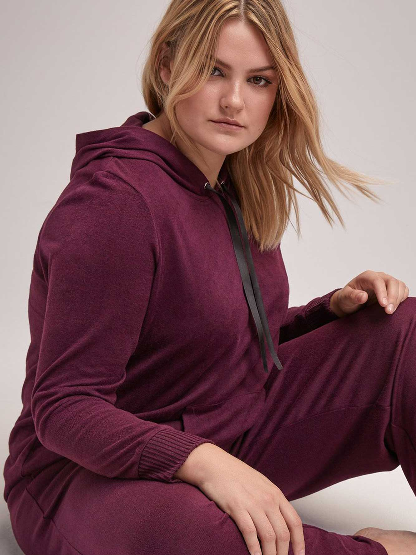 Athletic Hooded Sweatshirt - Déesse Collection