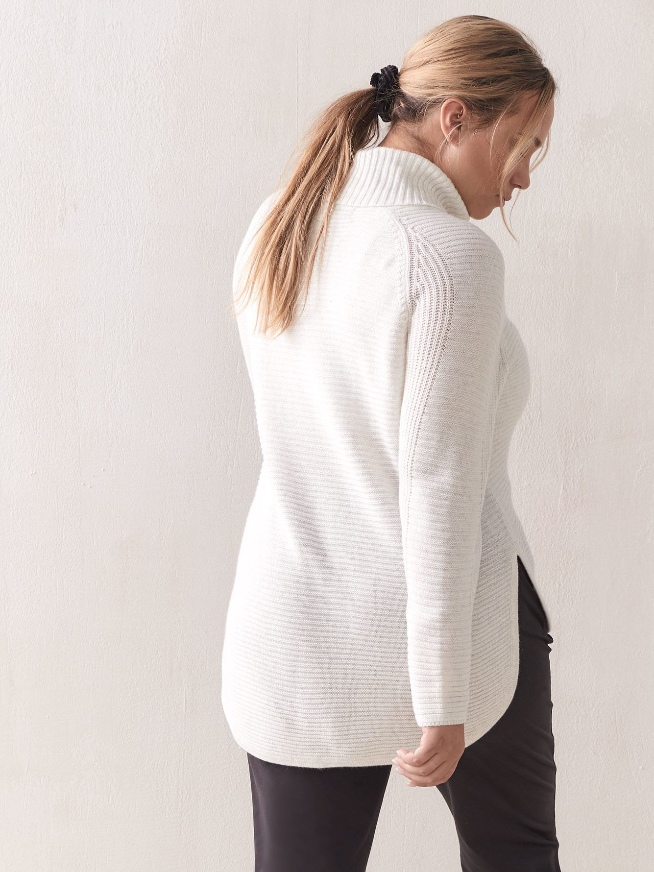 Long-Sleeve Turtleneck Sweater - ActiveZone