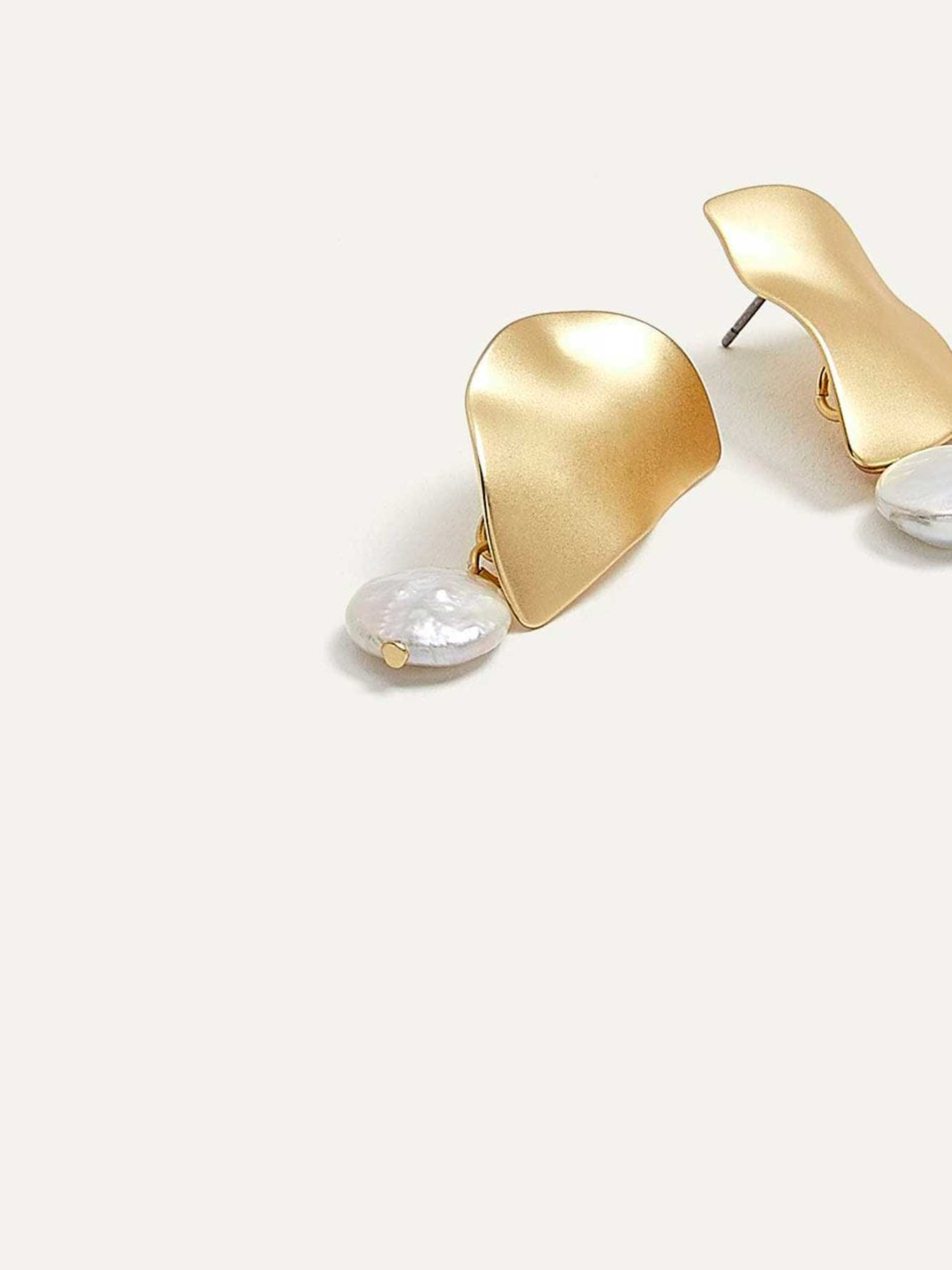 Flat Earrings with Pearl