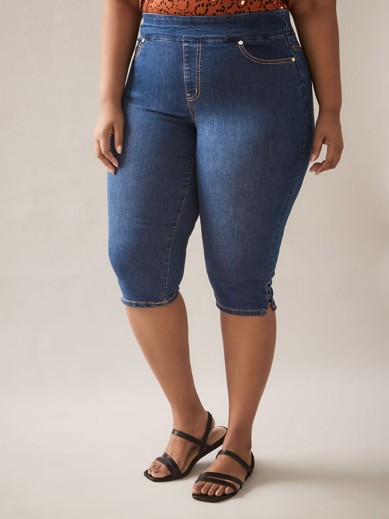 Universal Fit, Savvy Pull On Denim Capri Pant - In Every Story