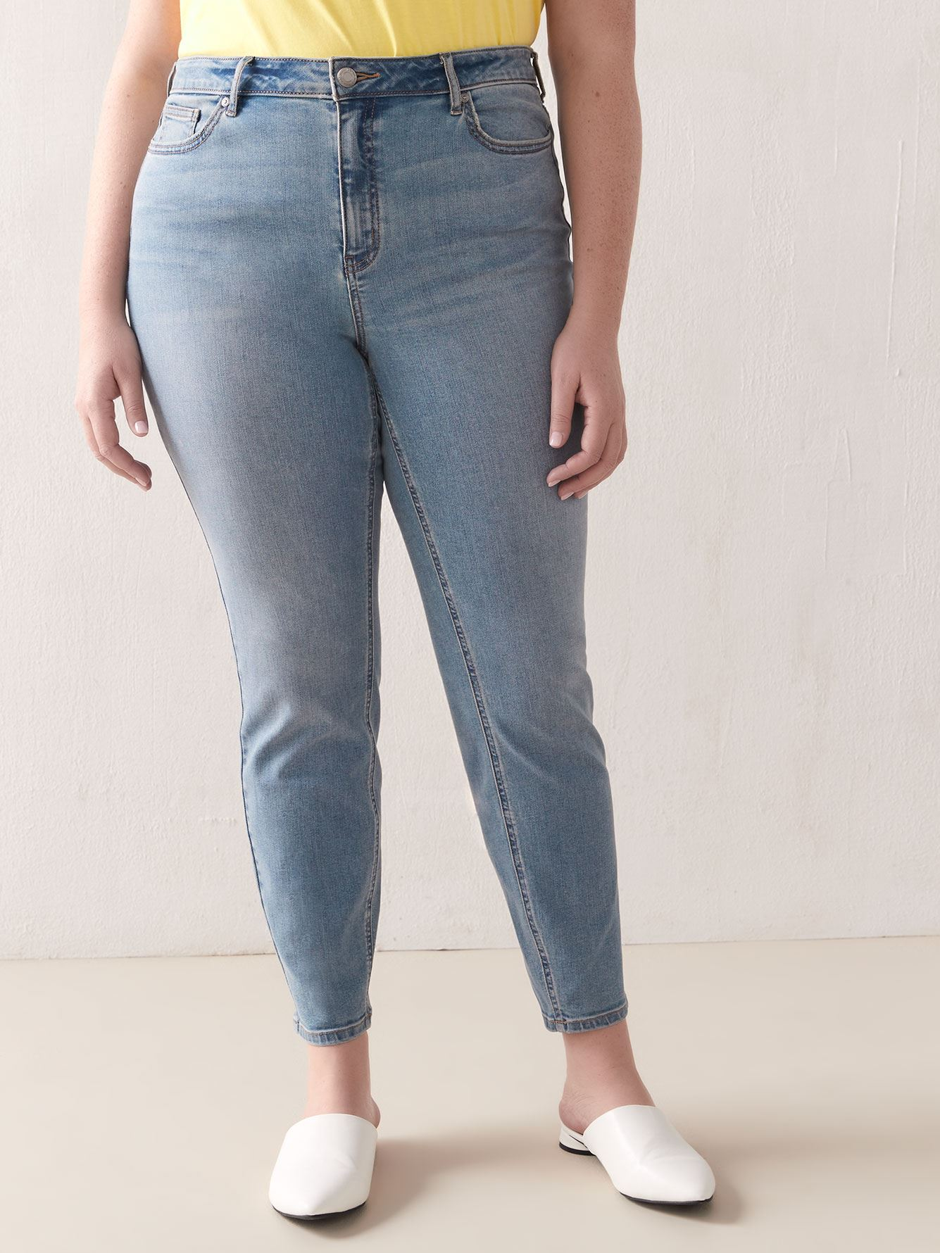 Skinny Light Wash Jean - Addition Elle
