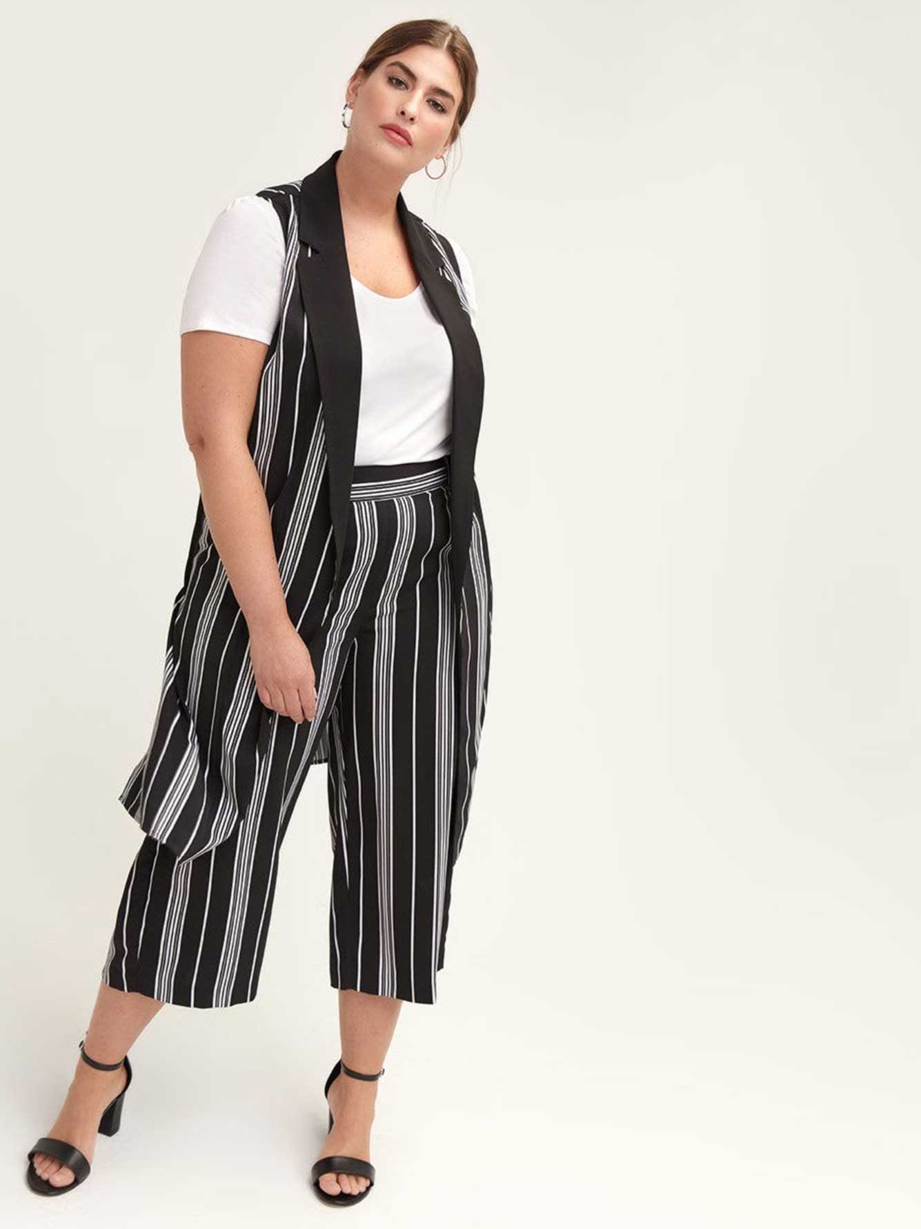 Long Sleeveless Vest with Stripes