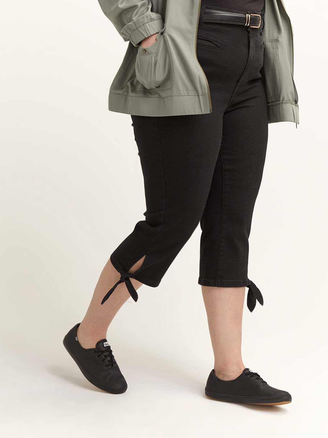 Slightly Curvy High-Waisted Slim Leg Capri Jeans - d/C JEANS