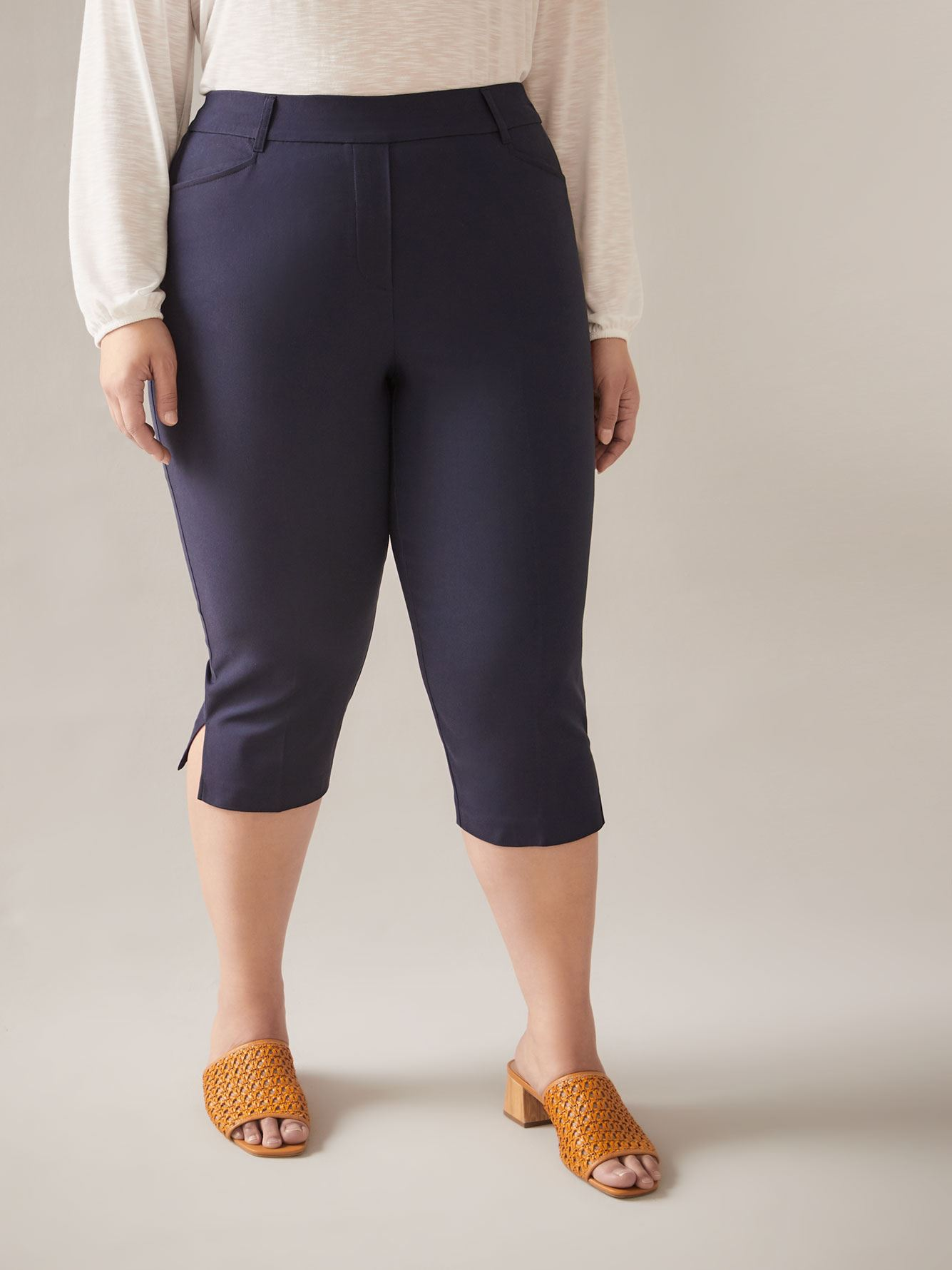 Pantalon capri uni à enfiler Savvy - In Every Story
