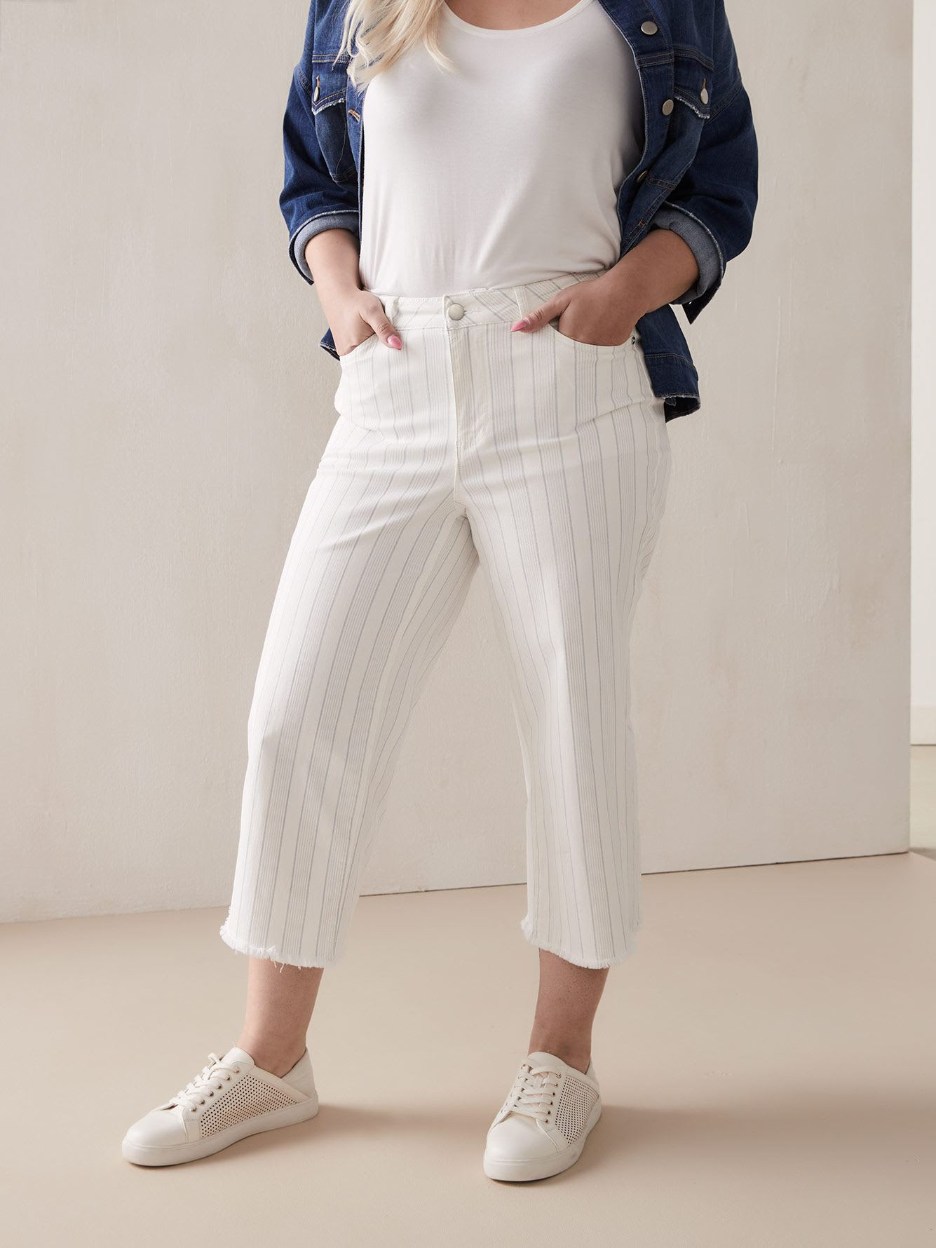 Striped Cropped Wide Jeans