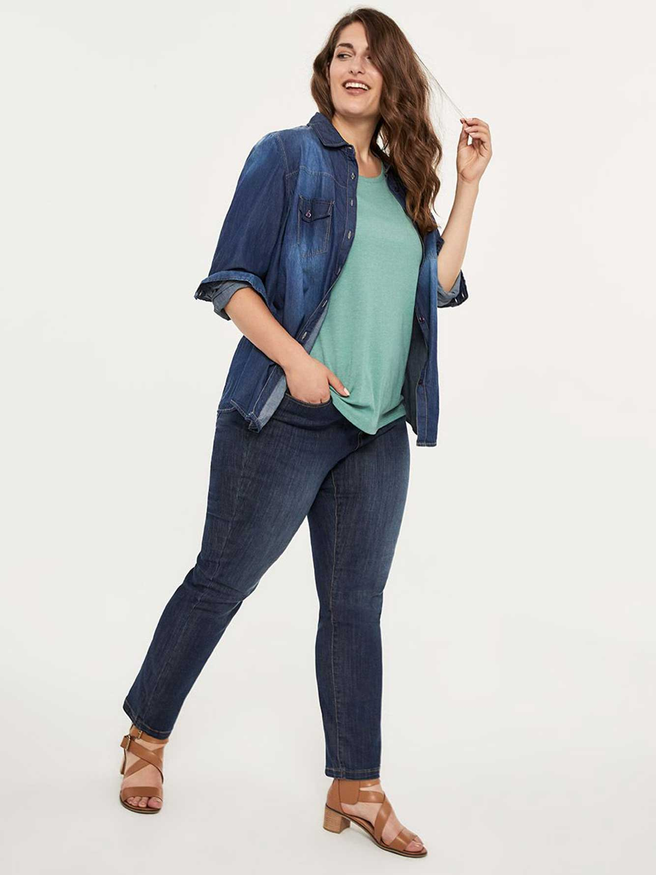 Petite Straight Fit Straight Leg Jean with Embroidery - d/C JEANS