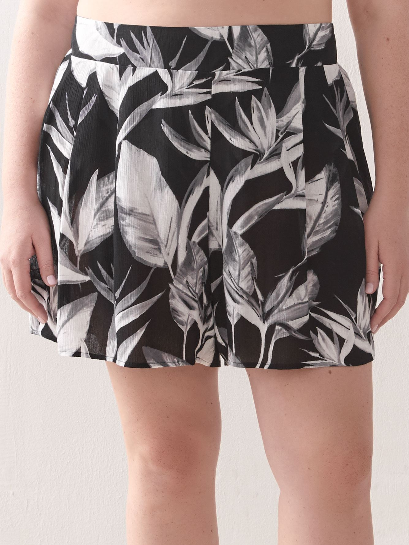 Black & White Loose Short - Body Glove