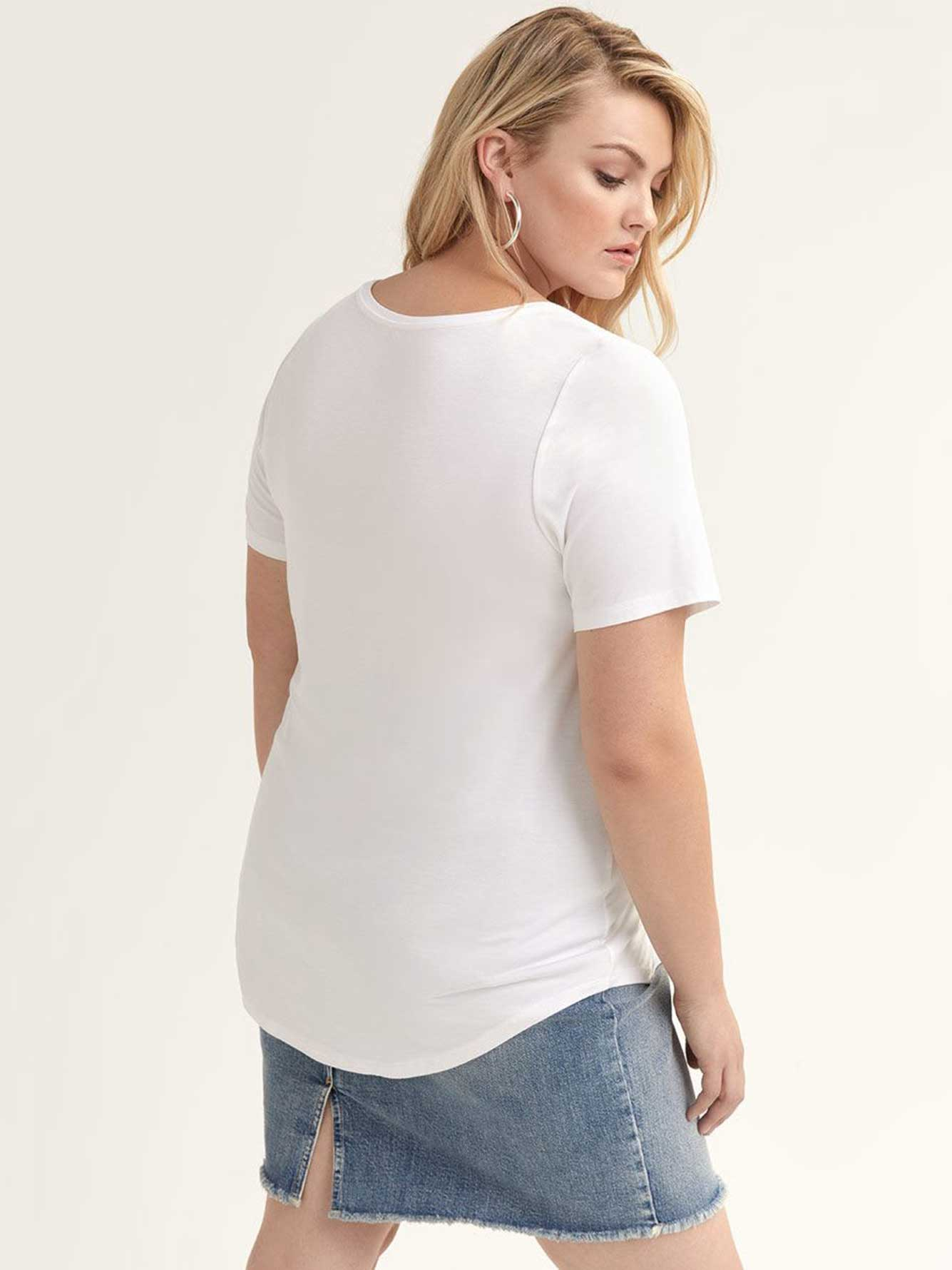 Modern Scoop-Neck T-shirt
