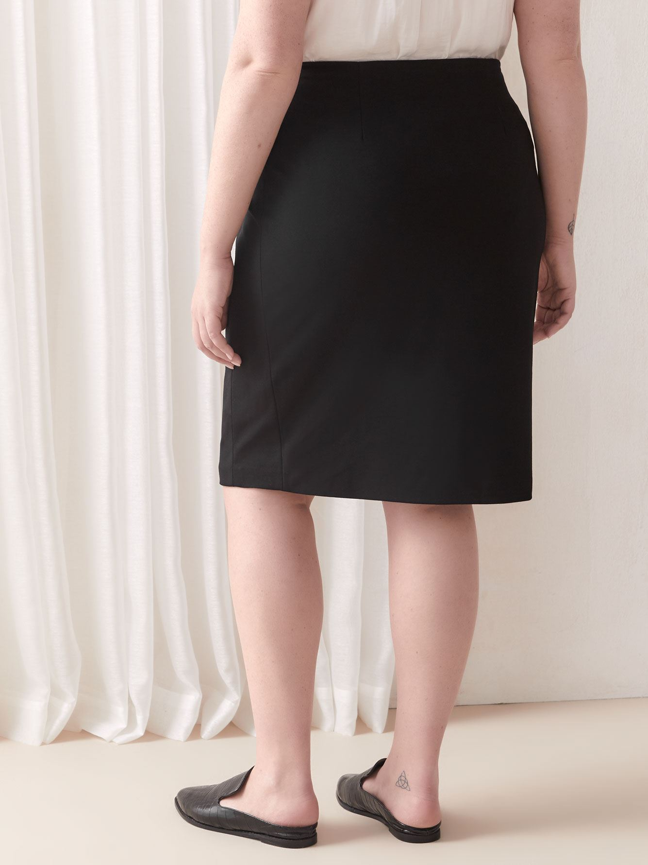 Straight Solid Mid-Rise Skirt - Vince Camuto
