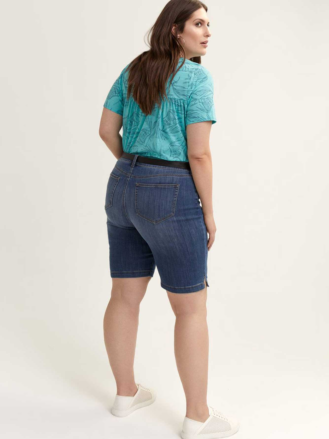 Slightly Curvy Bermuda Short with Side Slit - d/C JEANS