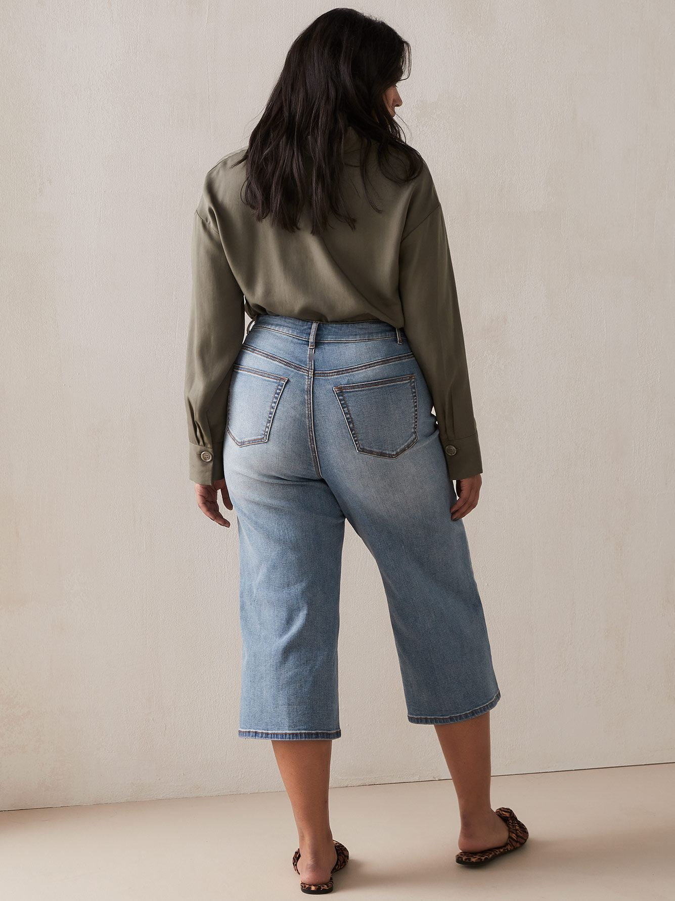 Wide Leg Cropped Jean in Light Wash
