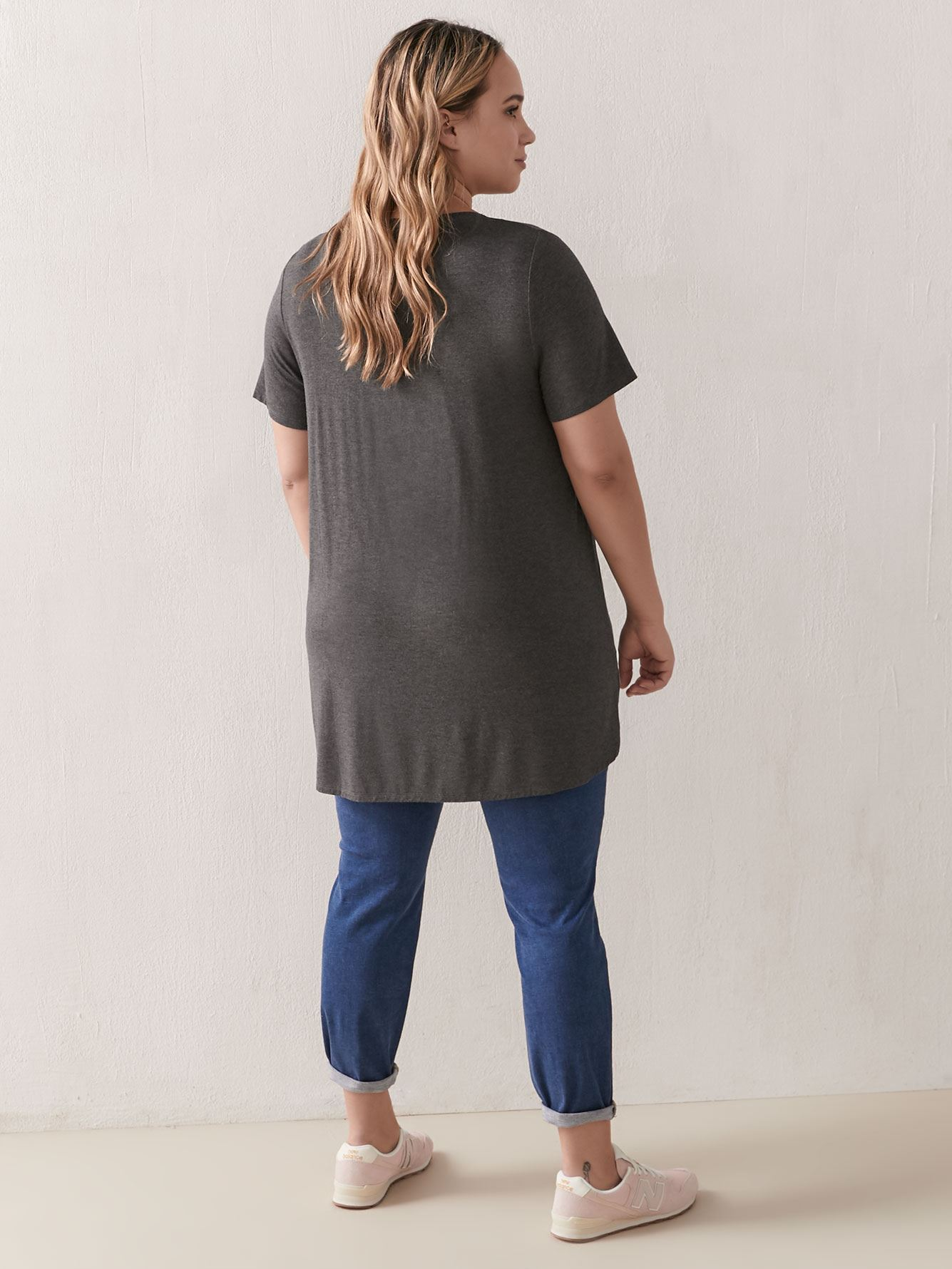 T-shirt long col en V - Addition Elle