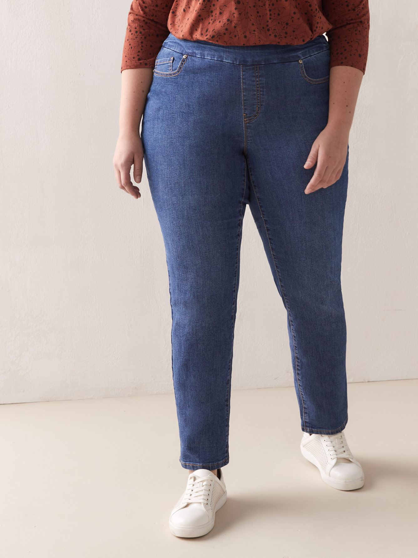 Universal Fit, Petite, Straight Leg Jean - d/C JEANS