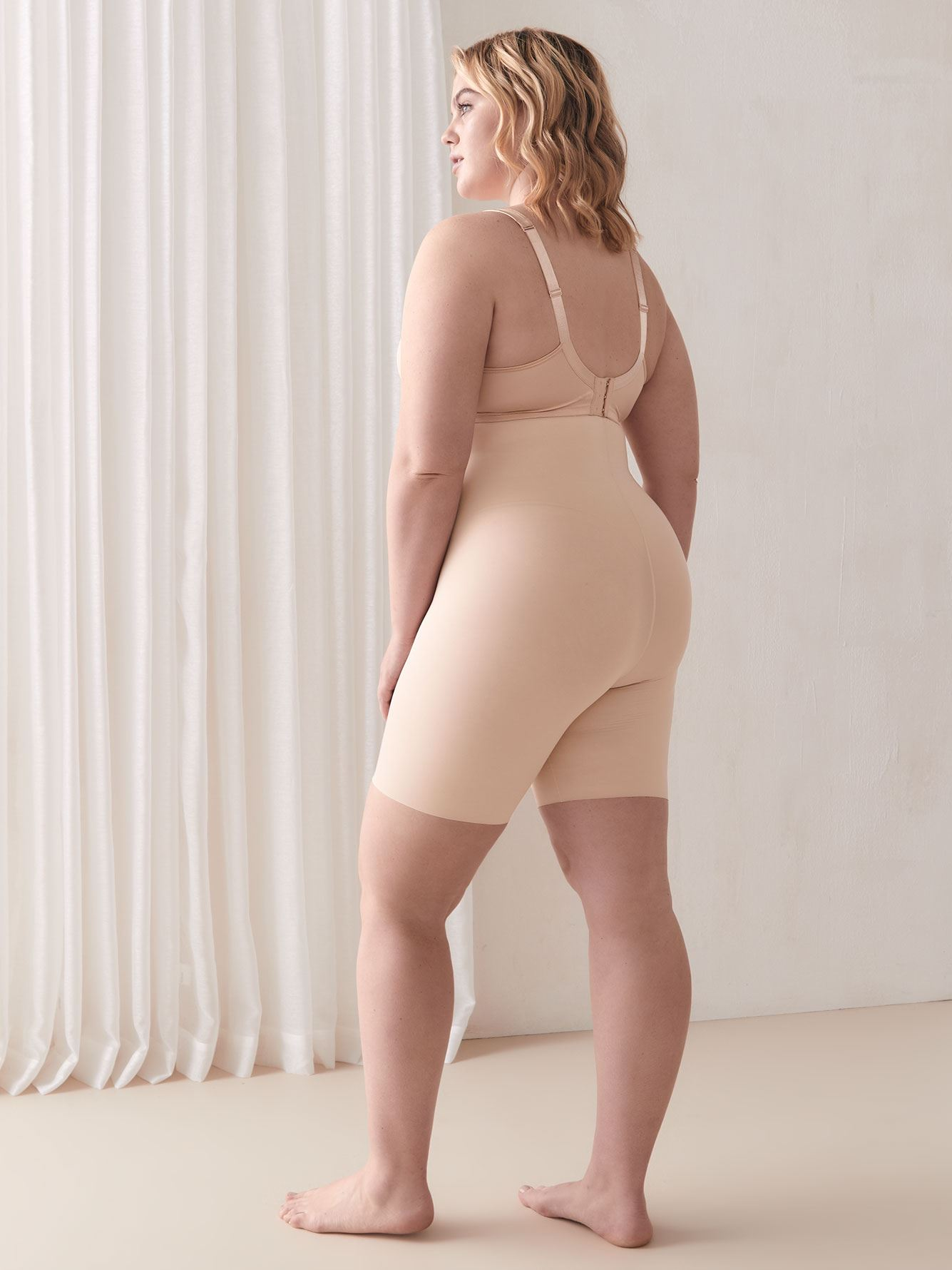 High Waisted Mid-Thigh Thinstincts Shapewear Shorts - Spanx