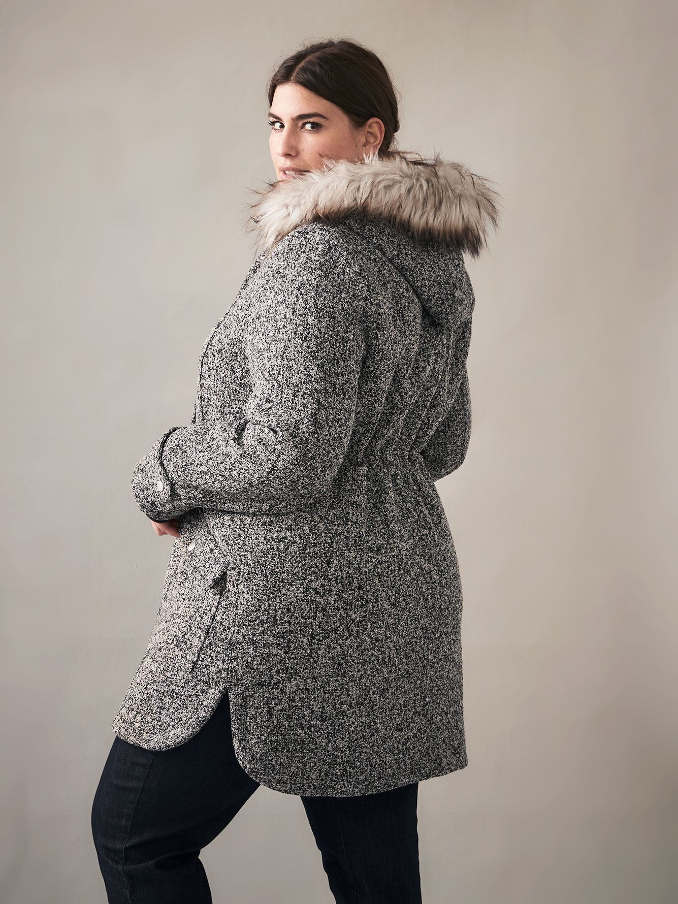 Manteau bouclé mi-long ourlet arrondi - In Every Story